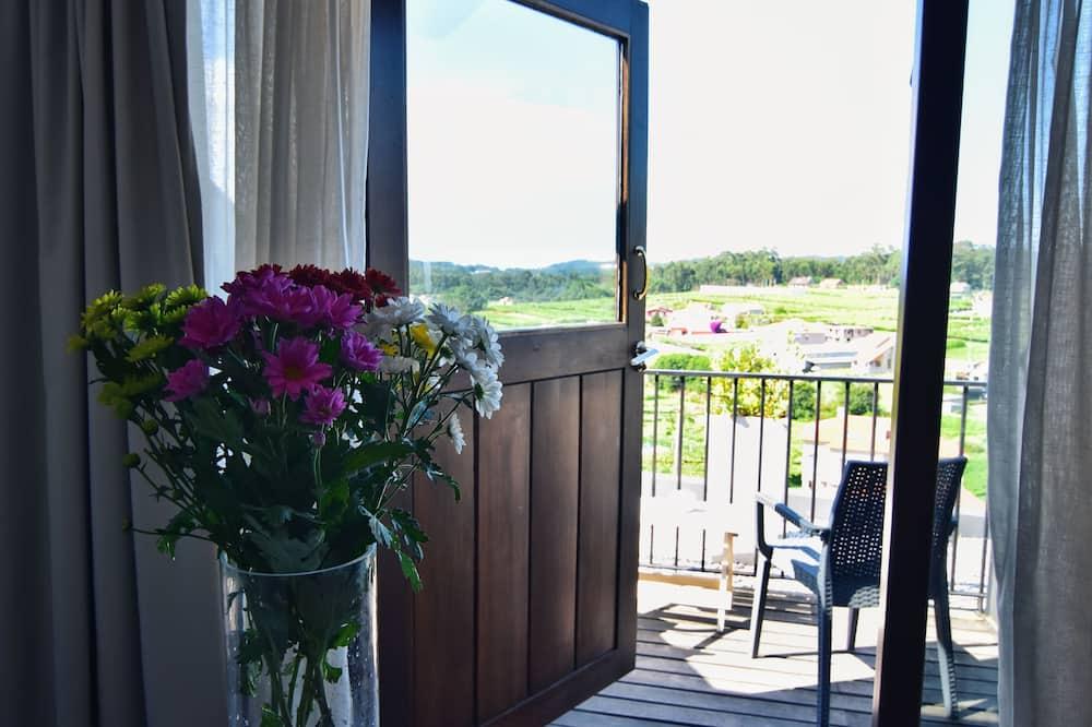 Superior szoba kétszemélyes ággyal, terasz - Kilátás a kertre