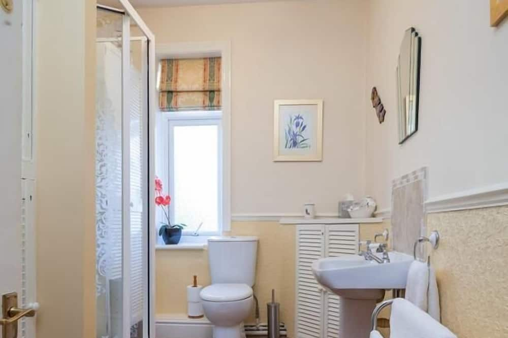 Double Room with Private External Bathroom - Bathroom