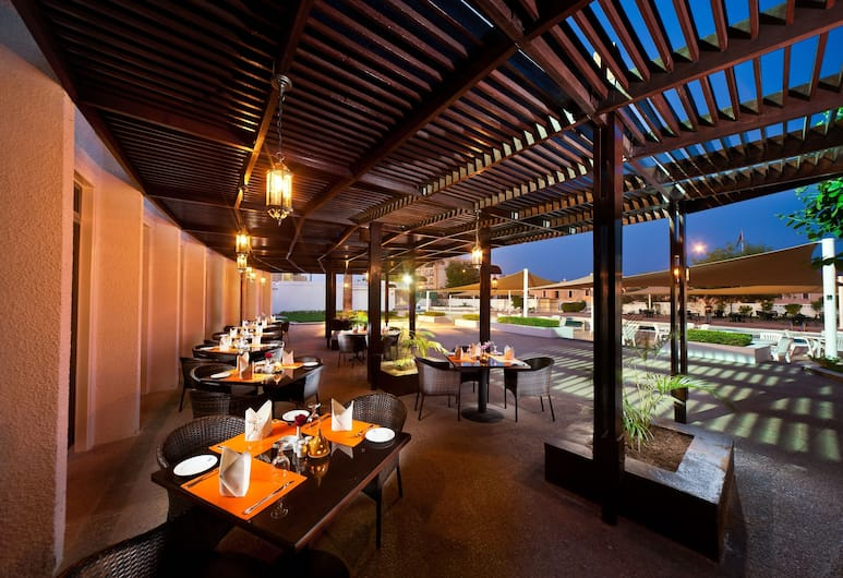 Al Falaj Hotel, Muscat, Restaurant