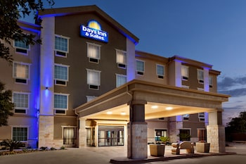 Фото Days Inn & Suites by Wyndham San Antonio near AT&T Center у місті Сан-Антоніо