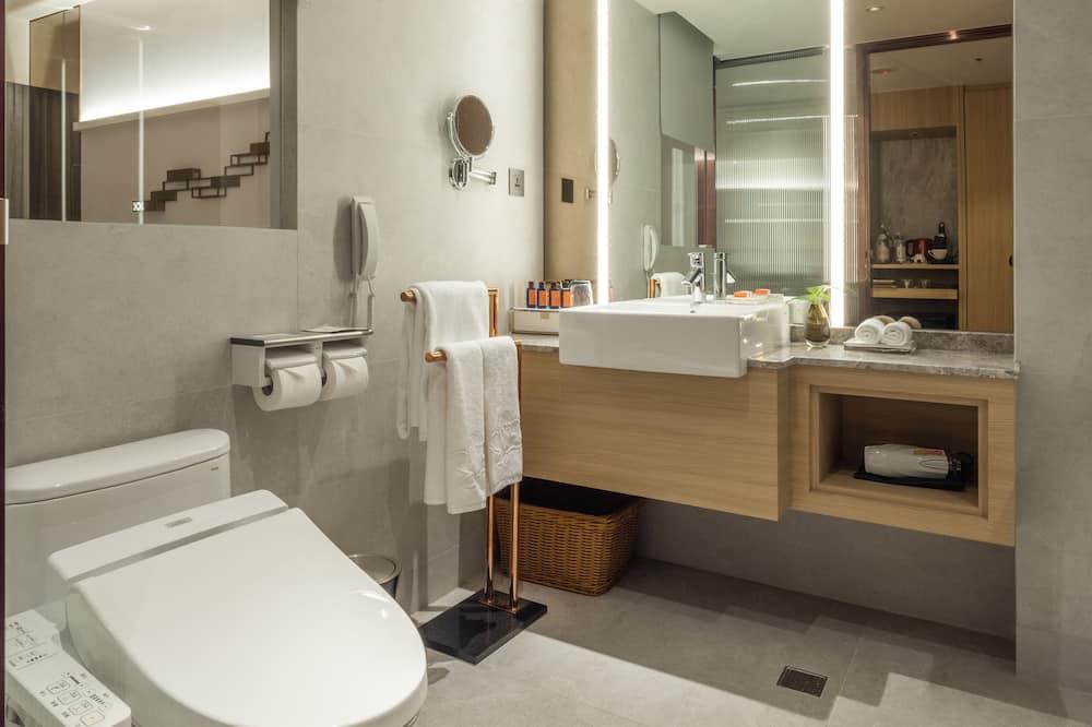 익스클루시브 트리플룸, 침대(여러 개), 시내 전망 - 욕실