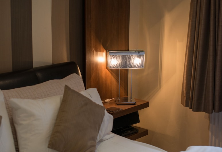 The Ullswater View - Guest House, Penrith, Luxury Double Room (Side View), Bilik Tamu