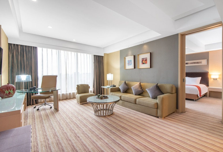 Holiday Inn Qingdao Parkview, an IHG Hotel, Qingdao, Room, 1 Bedroom, Accessible, Garden View (Business Lounge Access), Guest Room