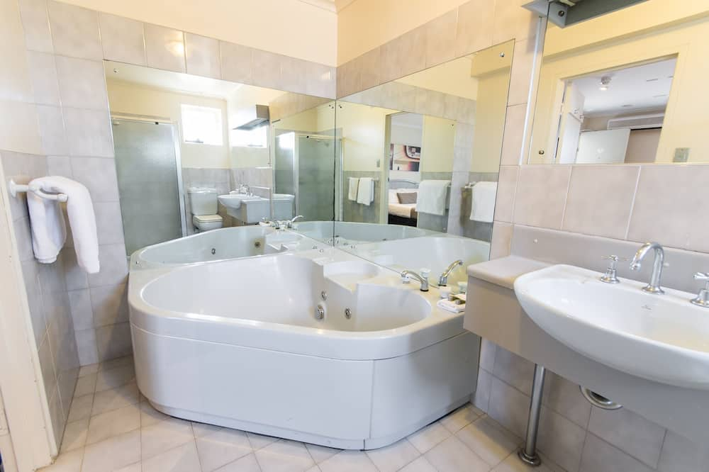 Spa Queen - Bathroom