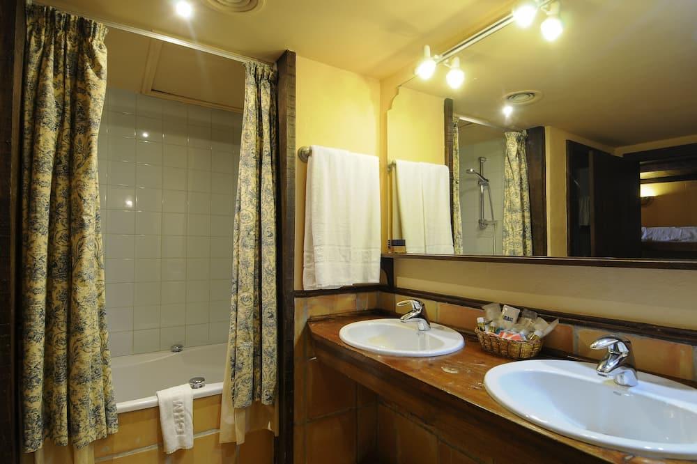 Junior Suite (4 adults) - Bilik mandi
