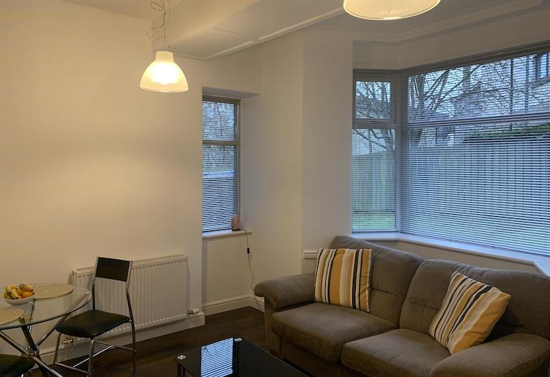 Aberdeen Serviced Apartments - The Lodge, Aberdeen, Lounge