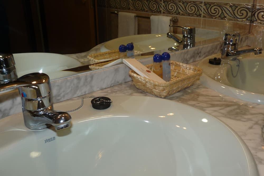 Double Room Single Occupancy - Bathroom