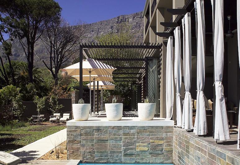 Kensington Place, Cape Town, Kolam Terbuka