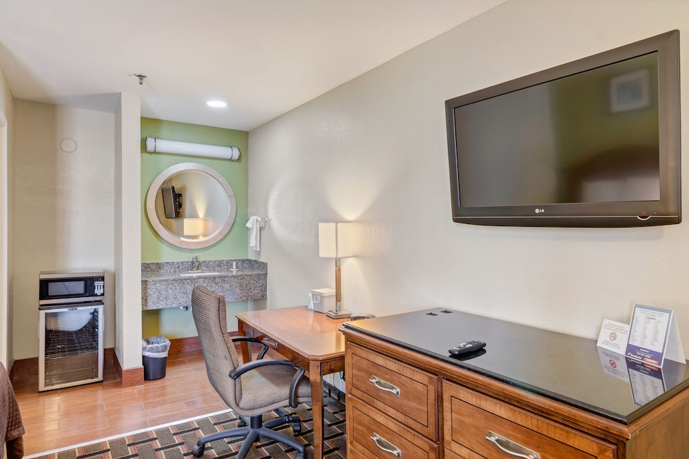 savannah garden hotel savannah deluxe double room in room business center - Savannah Garden Hotel
