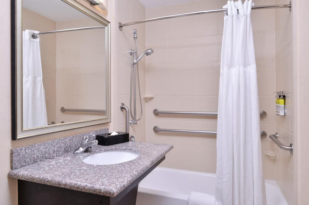 Room, 2 Bedrooms, Accessible, Non Smoking - Bathroom