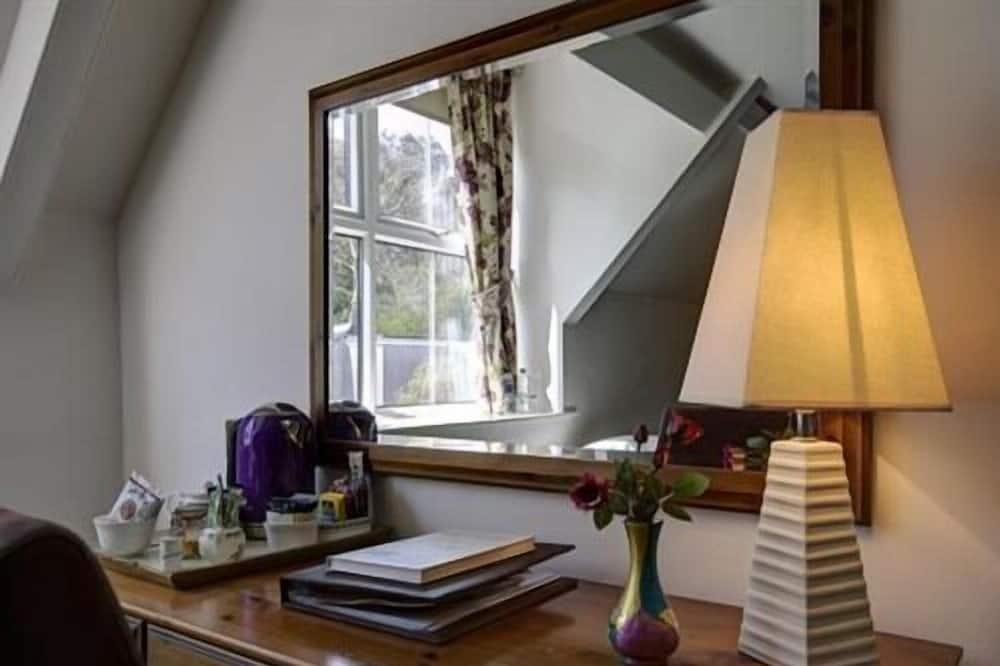 Standard-dobbeltværelse - eget badeværelse - udsigt til have (Birnbeck) - Værelse
