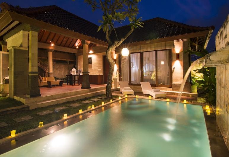 بالي برايم فيلاز, كيربوكان, مسقط ماء بحمام السباحة