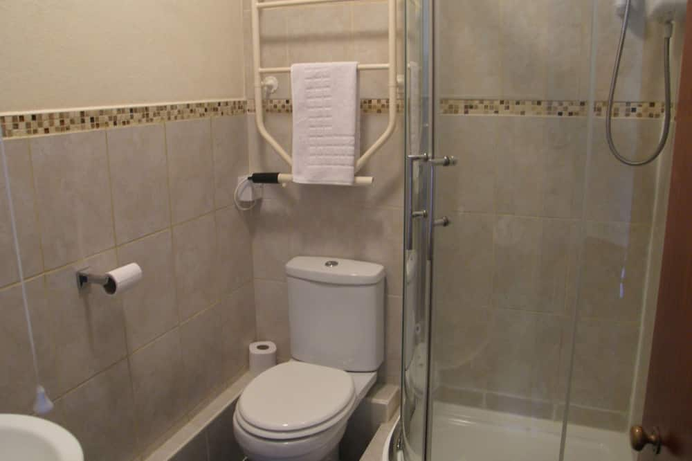 Standard Δίκλινο Δωμάτιο (Double), Μπάνιο στο δωμάτιο, Θέα στον Κήπο (Gruffudd (Room 4)) - Μπάνιο