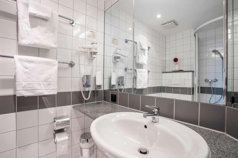 Standard Room, 1 Queen Bed, Non Smoking - Bathroom