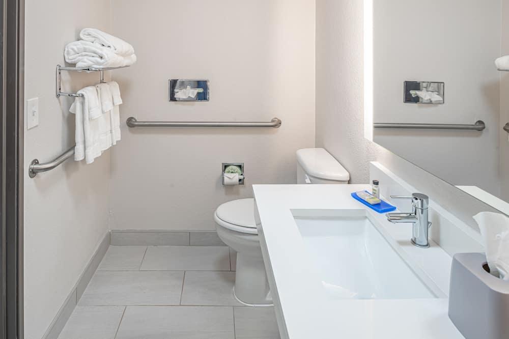 ห้องสแตนดาร์ด, เตียงควีนไซส์ 2 เตียง, พร้อมสิ่งอำนวยความสะดวกสำหรับผู้พิการ (Mobility) - ห้องน้ำ