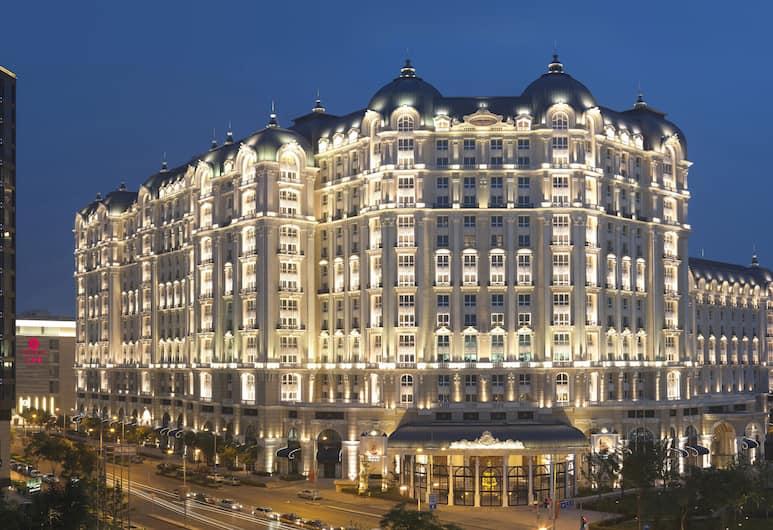 Legendale Hotel Beijing, Beijing, Hotellets front – kveld/natt