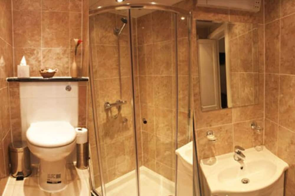 Double Room with Ensuite - حمّام