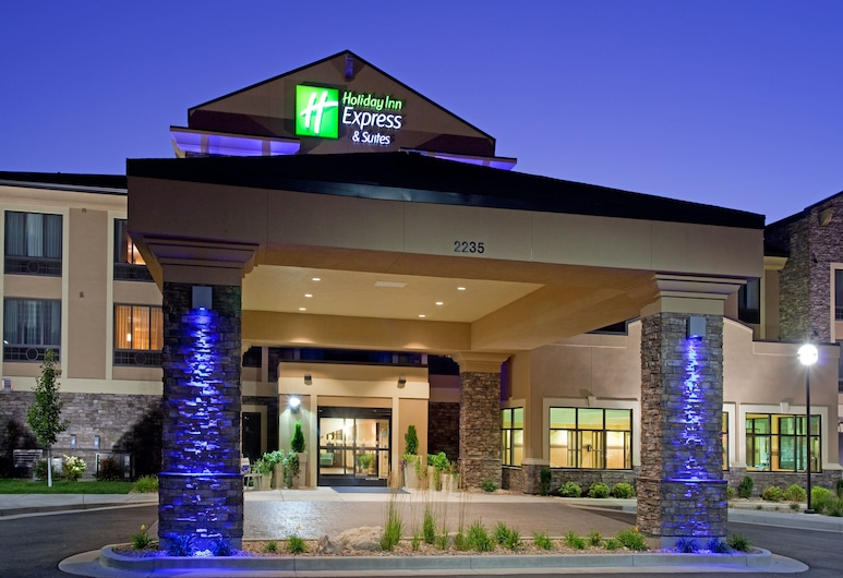 Holiday Inn Express Hotel & Suites Logan, לוגן