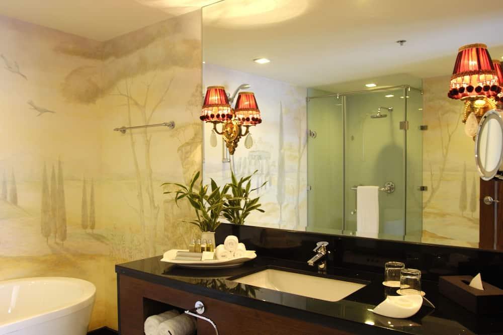 Suite, 1 King Bed - Bathroom