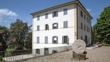 Book this Parking available Hotel in Monteriggioni
