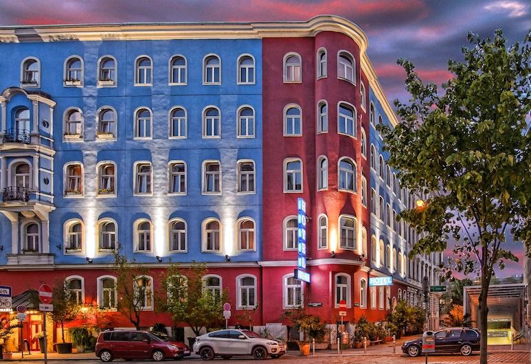 Hotel Urania, Viena, Viešbučio fasadas