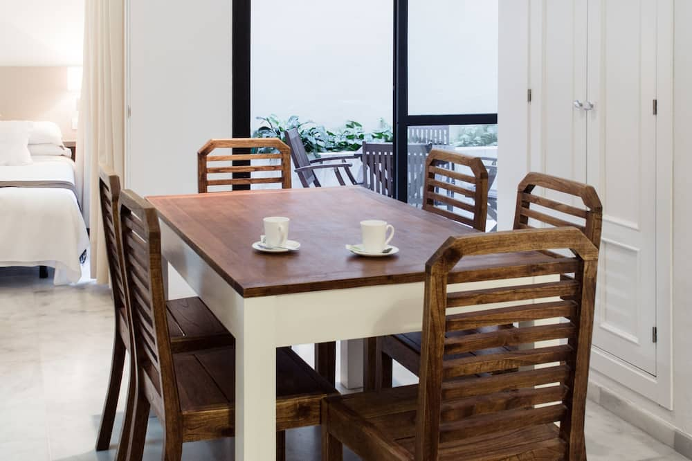 Apartment, 2 Bedrooms (max 6 people) - In-Room Dining