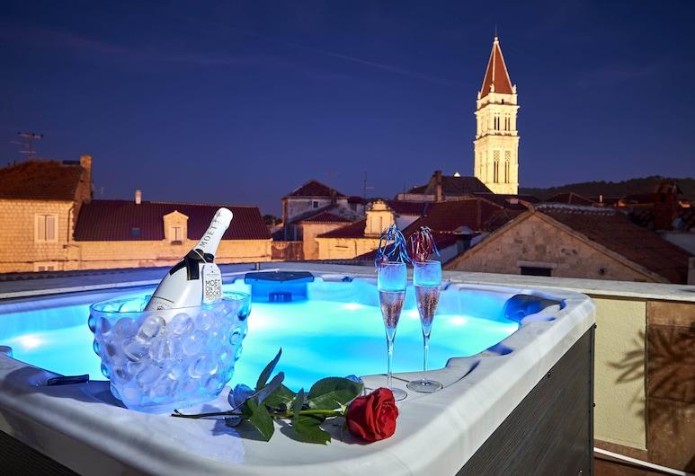 Palace Derossi, Trogir, Skats uz pilsētu