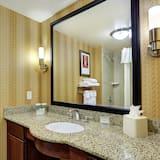 Studio, 1 Queen Bed, Accessible, Bathtub (Mobility & Hearing) - Bathroom