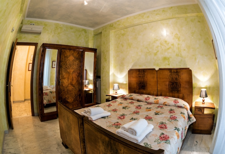 Giornate Romane, Rome, Triple Room with Shared Bathroom, Chambre