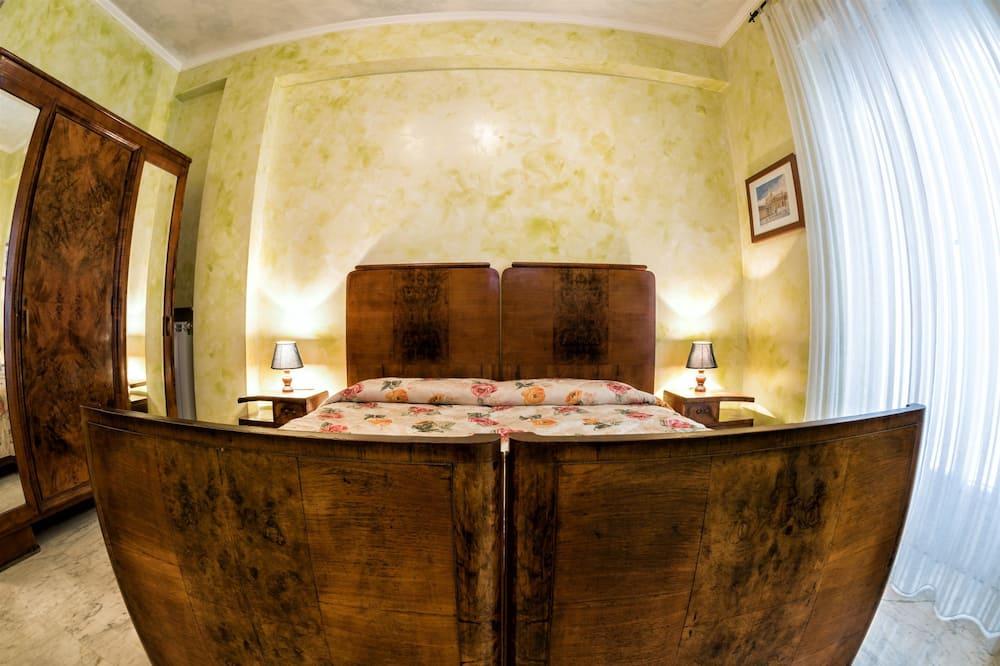Triple Room with Shared Bathroom - Δωμάτιο επισκεπτών