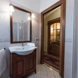 Triple Room with Shared Bathroom - Μπάνιο