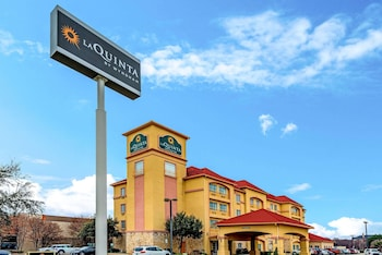 Picture of La Quinta Inn & Suites by Wyndham DFW Airport West - Bedford in Bedford