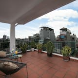 Dynastie Grand Suite Balcony with Street View - Balcony