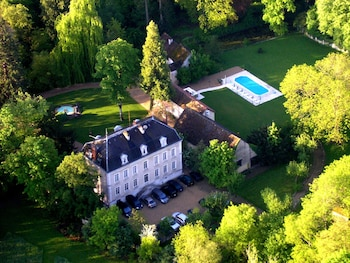 Picture of Chateau de Challanges in Beaune