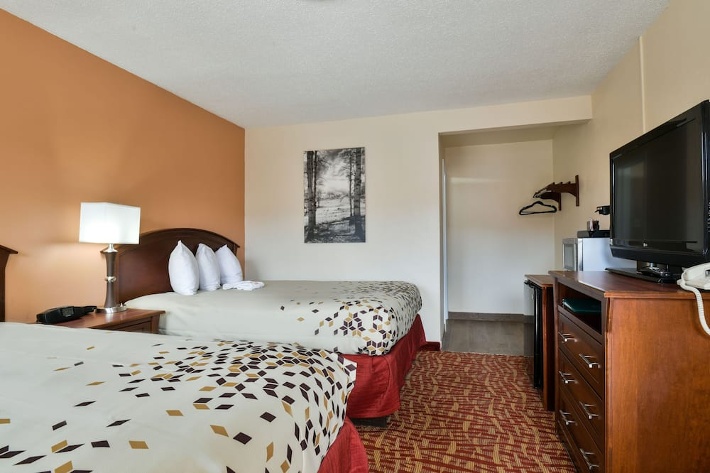 Улучшенный номер, 2 двуспальные кровати «Квин-сайз», для некурящих - Зона гостиной