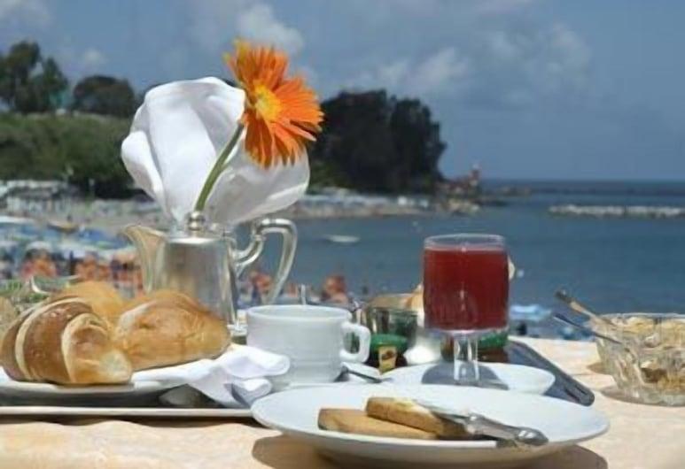 Hotel Rivamare, Ischia, Outdoor Dining