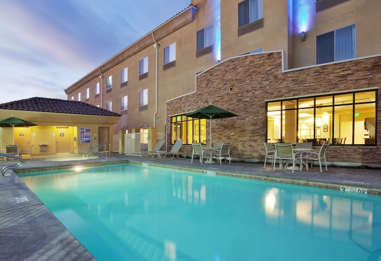 Holiday Inn Express Hotel & Suites Merced, Merced, Pool