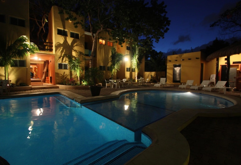 盧納索爾飯店, 卡曼海灘, 室外游泳池