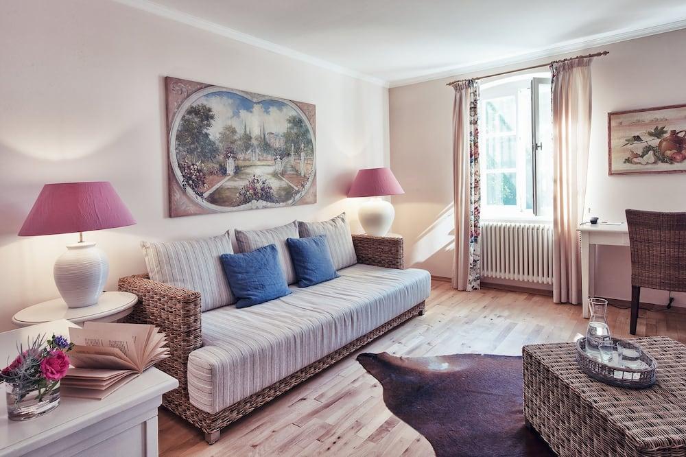 Junior Studio Suite, Garden View - Living Area