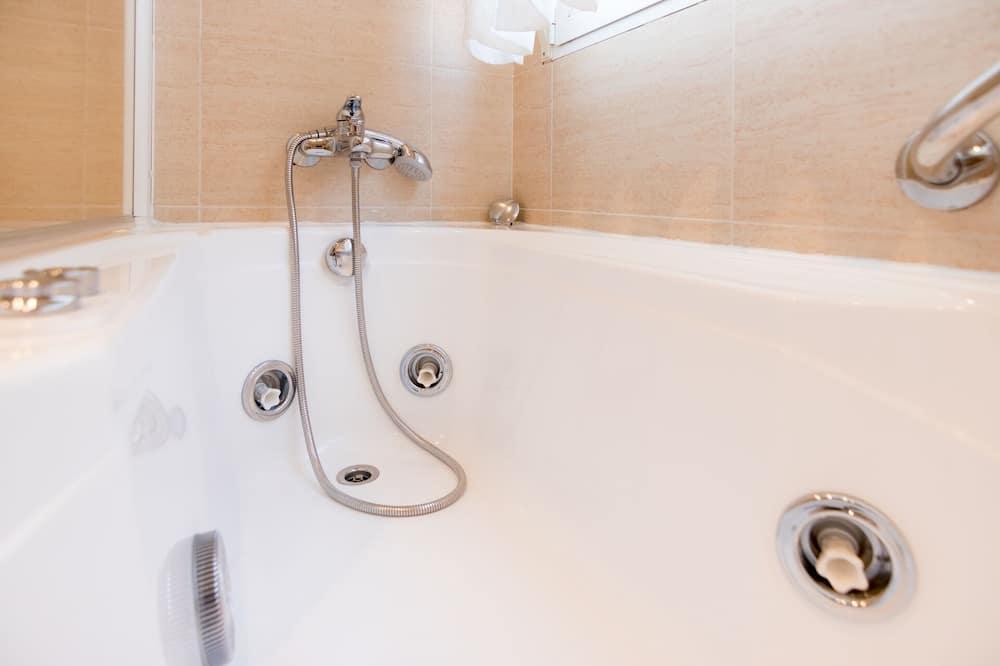 Δίκλινο Δωμάτιο (Double), Μπανιέρα με Υδρομασάζ - Ιδιωτική μπανιέρα υδρομασάζ