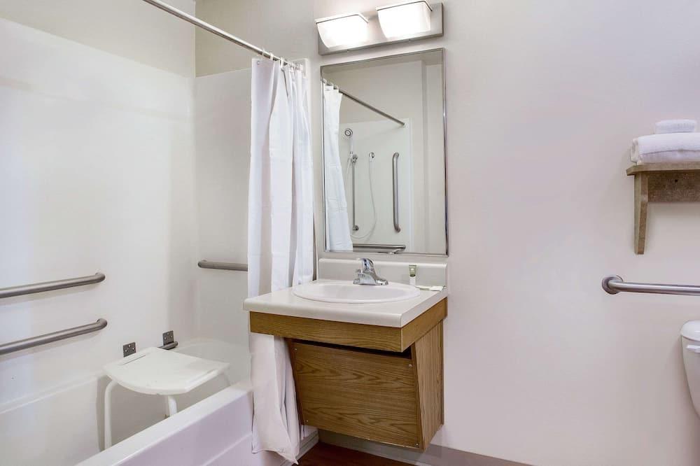 Standardværelse - 1 dobbeltseng - handicapvenligt - ikke-ryger - Badeværelse