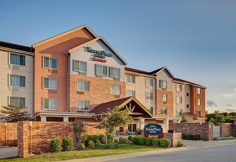 TownePlace Suites by Marriott Fayetteville North, Springdale, Exterior