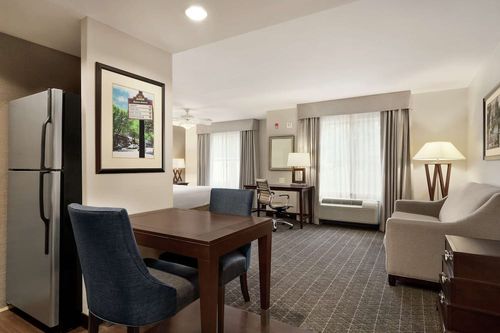 Suite, 1 King Bed, Accessible, Bathtub (Mobility & Hearing) - Living Area
