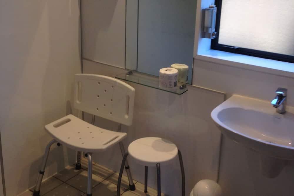 Room, 1 Katil Raja (King) dengan Katil Sofa - Bilik mandi