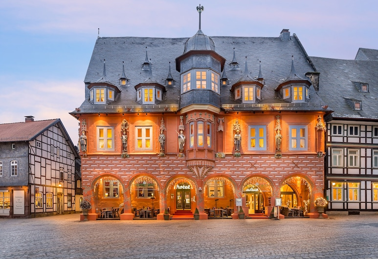 Hotel Kaiserworth, Goslar, Hotel Front – Evening/Night