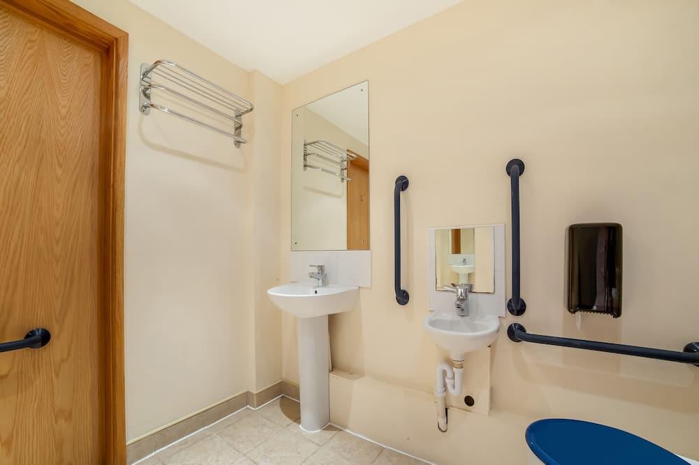 Superior Quadruple Room, 2 Double Beds - Bathroom