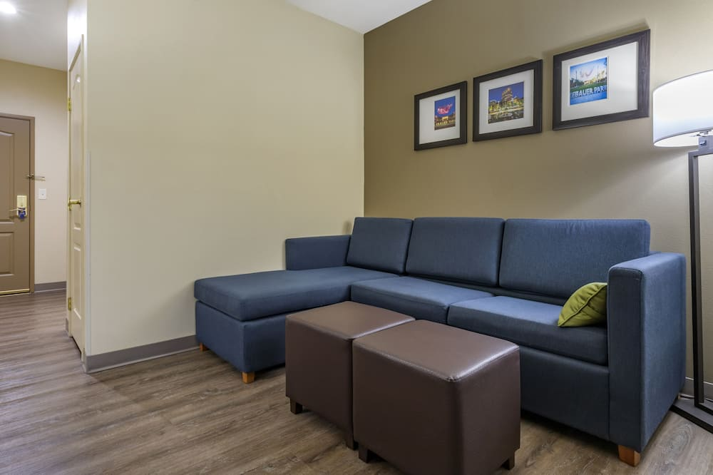 Suite, 1 King Bed, Accessible, Non Smoking - Living Room