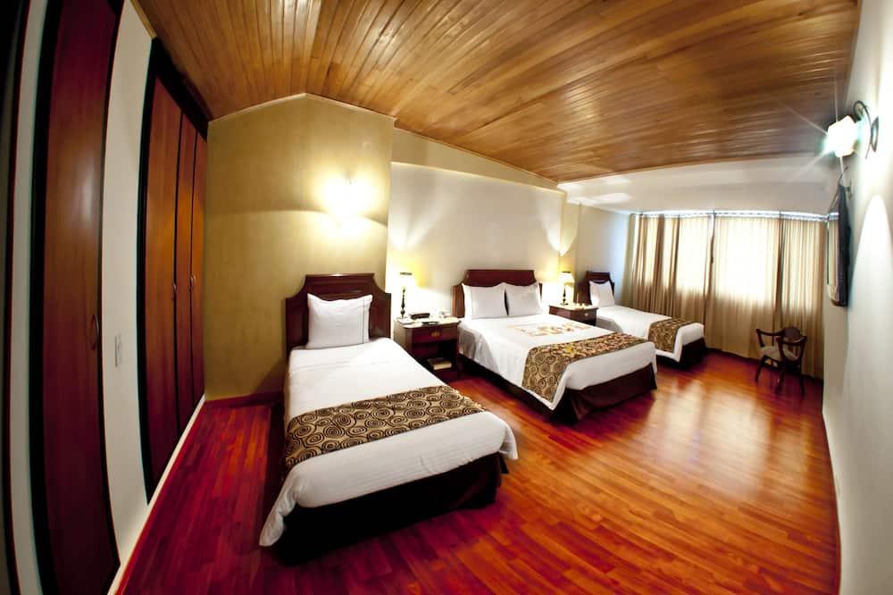 Представительский трехместный номер, 3 односпальные кровати, отдельная ванная комната - Номер