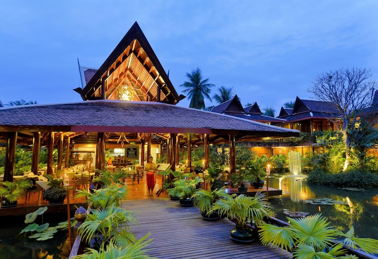 Angkor Village Hotel, Siem Reap, Hotel Entrance