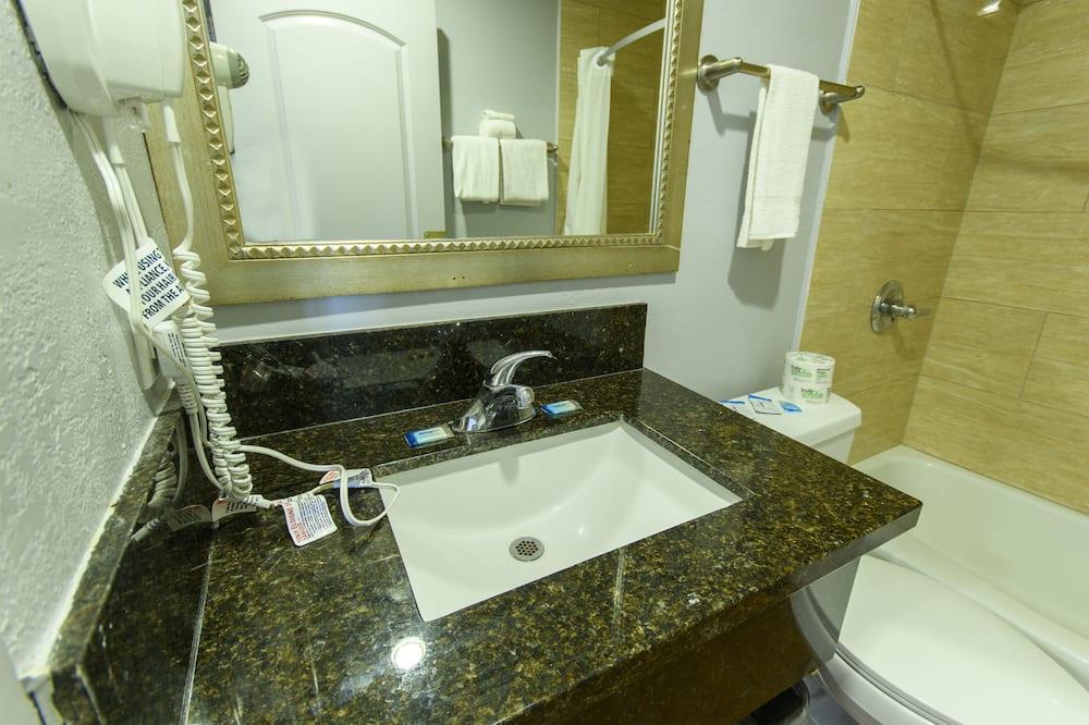 Habitación estándar, 1 cama de matrimonio, no fumadores - Cuarto de baño